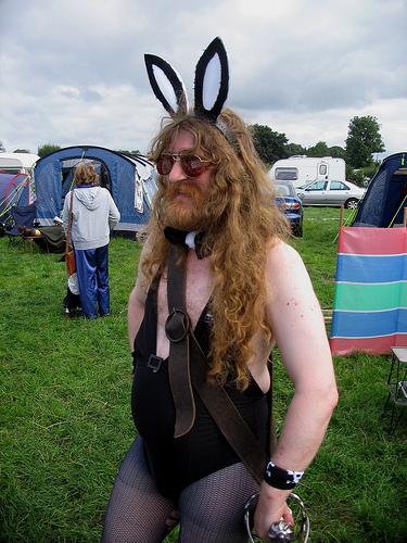 Прикрепленное изображение: Bearded_Man_in_Bunny_Outfit..jpg