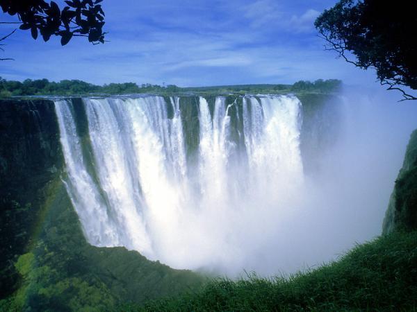 Прикрепленное изображение: Victoria_Falls_Zimbabwe_Africa.jpg